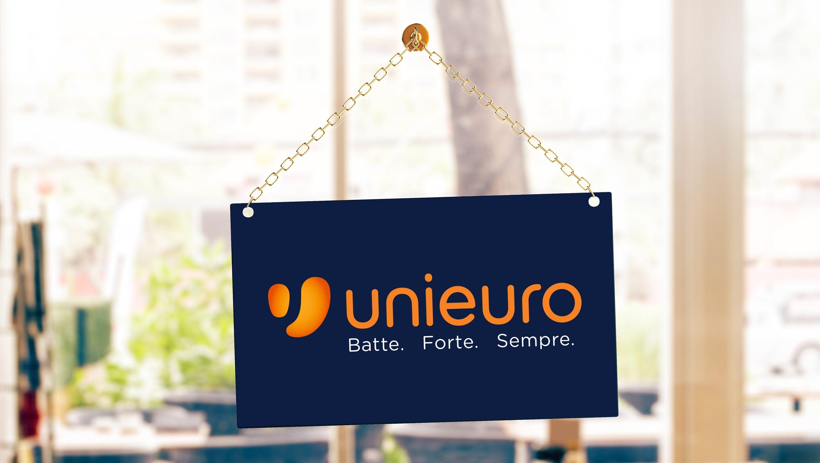 Grazie al servizio Clicca e Ritira di Unieuro acquistare online è ancora  più semplice. da5b3d2d871